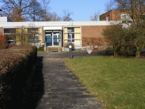 Der Eingangsbereich des ehemaligen Institut für Heimatforschung